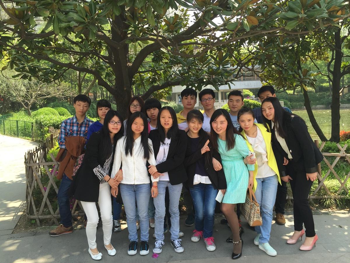 上海就业学生合影